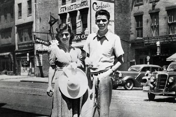 ItalianAmericans_Sinatra_Hoboken_Photofest_t600