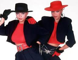Mel and Kim with their cinched in waists
