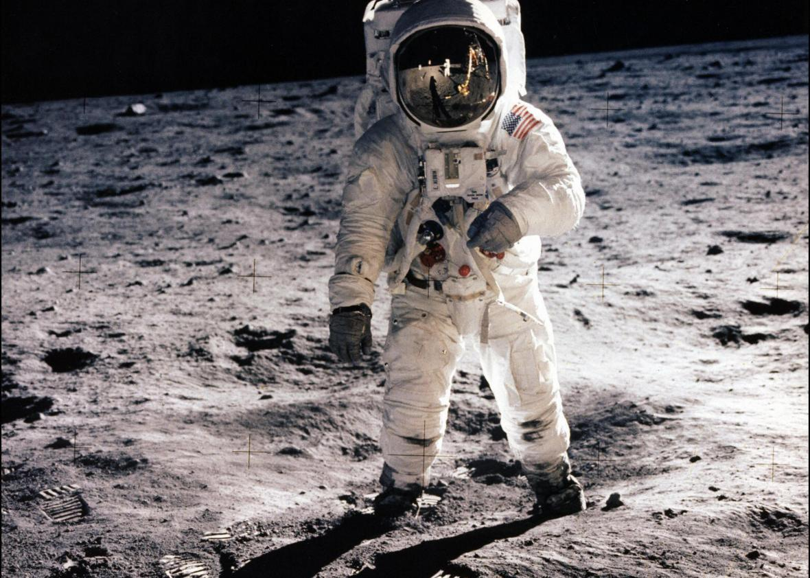 88988529-picture-taken-on-july-20-1969-shows-astronaut-edwin-e.jpg.CROP.promo-xlarge2